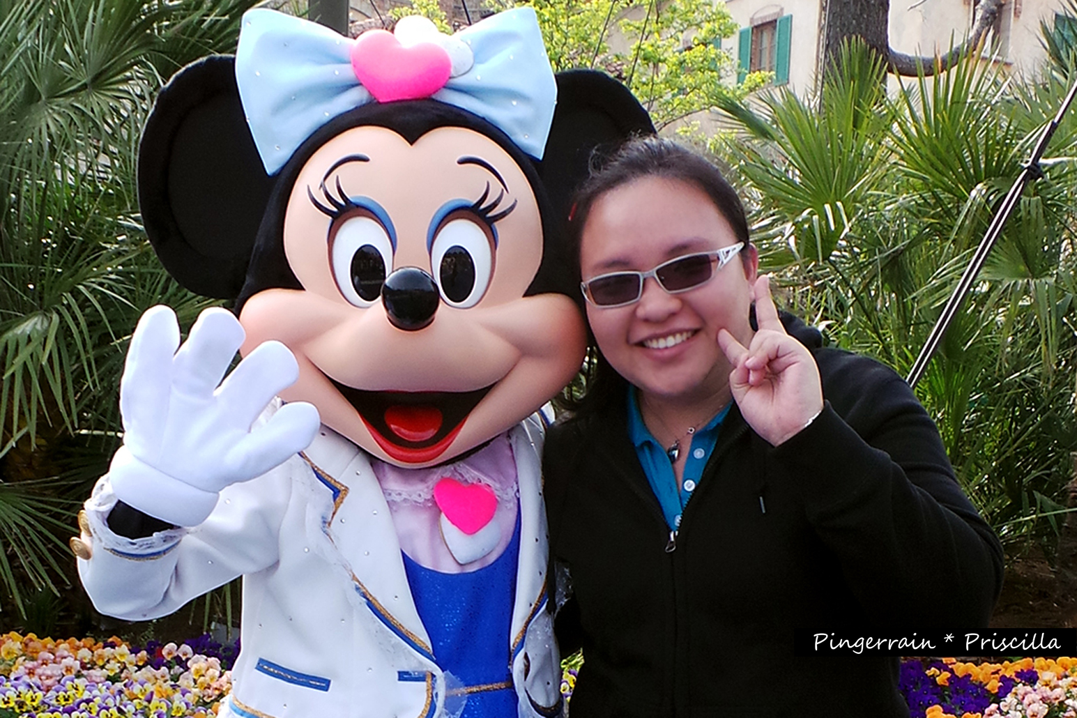 In Japan, Mickey and Minnie are Super Idols~